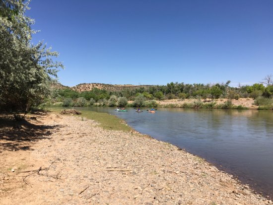Bernalillo, Nuevo Mexico: Heading south on the Rio Grande with Quiet Waters Paddling.