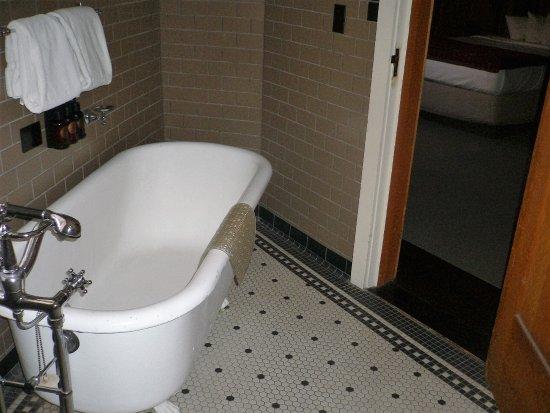 Old Faithful Inn: 2 bedroom/2 bed (bathroom)
