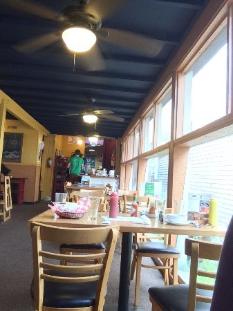 Sam's Seaside Cafe: The restaurant side.  Perfect for families.