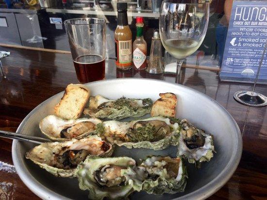 Lilliwaup, Etat de Washington : Garlic Oysters, IPA and Oyster bay Sav Blanc