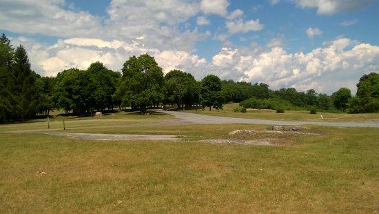 Ticonderoga, estado de Nueva York: Expanse grounds for picnicing