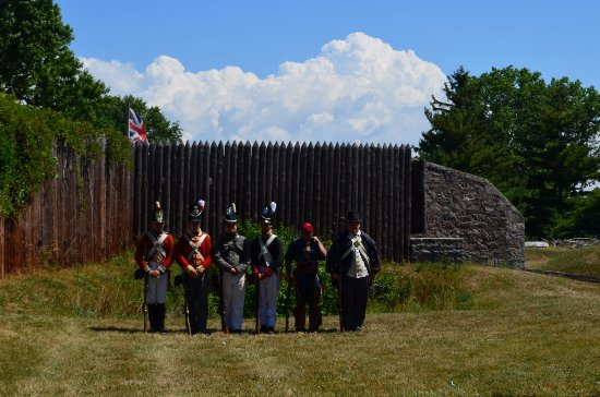Fort Erie, Canadá: presentation of firing the muskets