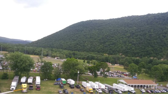 Cumberland, Мэриленд: What an awesome view for a little county fairgrounds!!