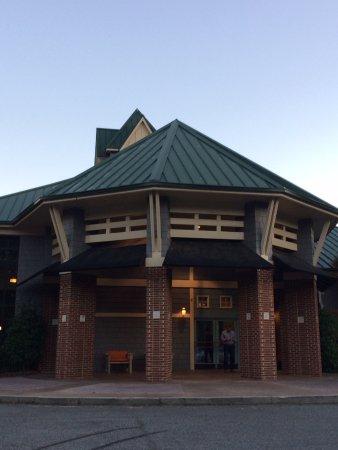 Cornelius, NC: Entrance