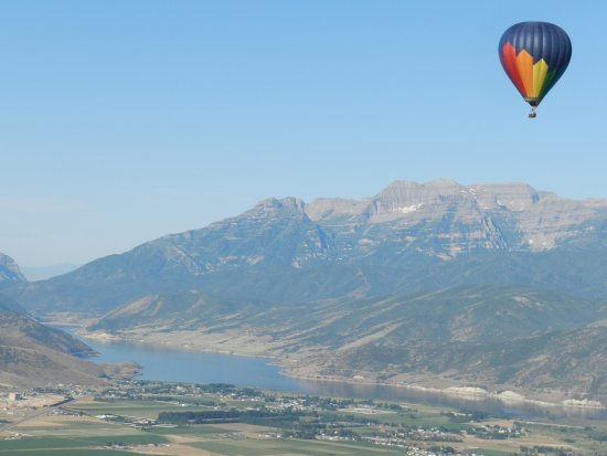 Skywalker Balloon Company: Companion balloon over Mount Timpanogos