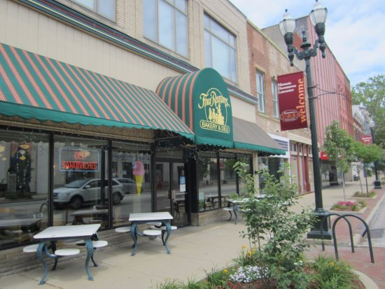 Lancaster, OH: Outdoor seating