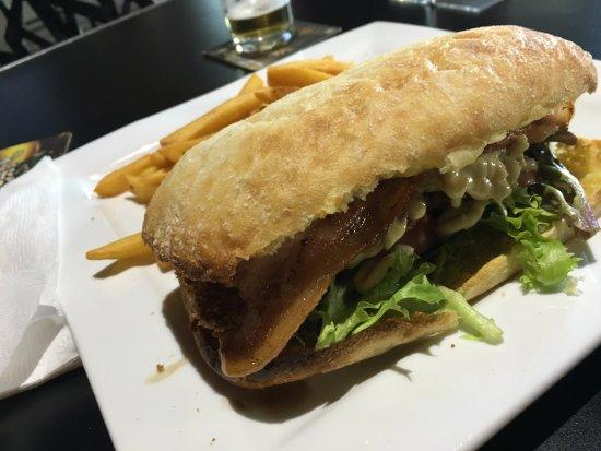 Cowra, Australia: Chicken Burger