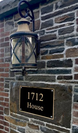Stone Ridge, NY: 1712 entrance pillar