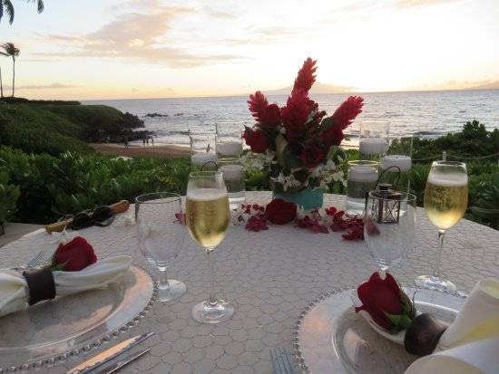 Four Seasons Resort Maui at Wailea: View of our Ultimate Romantic Dinner.