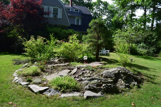 York Harbor, ME: Garden inside drive