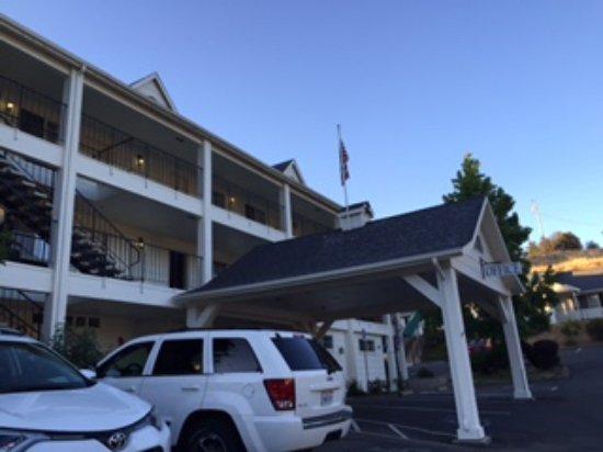 Mariposa, CA: Framsidan av Hotellet