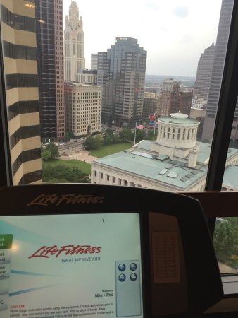 Sheraton Columbus at Capitol Square Hotel: The workout room's view! So gorgeous!