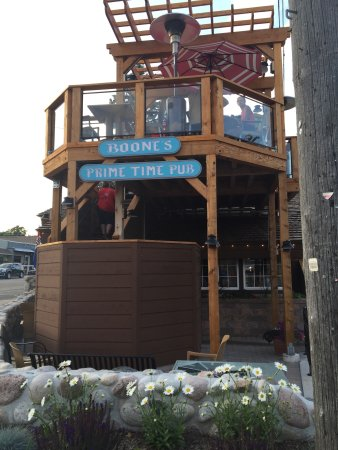 Suttons Bay, MI: Great up top seating