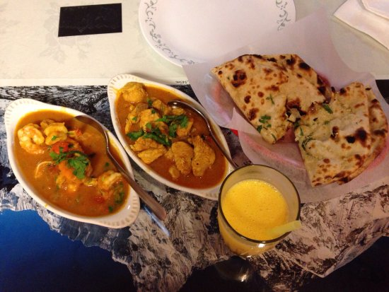 Nepal's Cafe : shrimp curry, chicken curry, garic nan