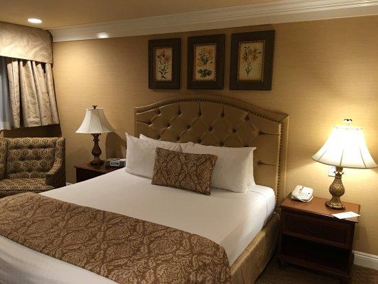 Снимок BEST WESTERN PLUS Sunset Plaza Hotel
