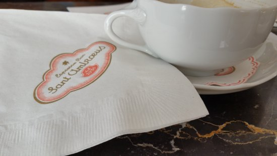 Southampton, estado de Nueva York: Logo on napkin and cup doily.