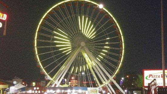 Giant ferris wheel, Branson, MO. High price for 1 time around makes view of the ferris wheel wor