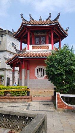 Kinmen, Taiwán: Pagoda and tree