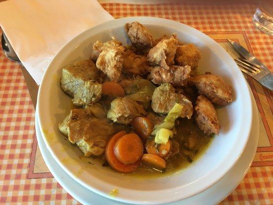 Le Cres, Fransa: Sauté de porc au curry / beignets de légumes