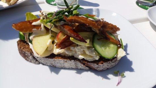 Wijk aan Zee, Ολλανδία: Oerbrood met gerookte makreel