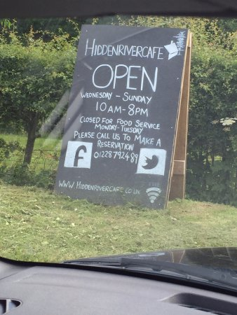 Longtown, UK: Complicated opening hours!