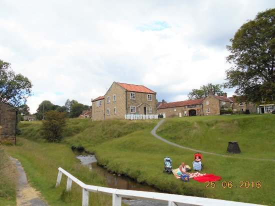 Hutton le Hole, UK: The village Green from the upstairs Flat B