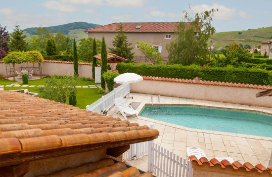 Quincie-en-Beaujolais, Francia: La piscine - Chambres d'hôtes les Potins du four