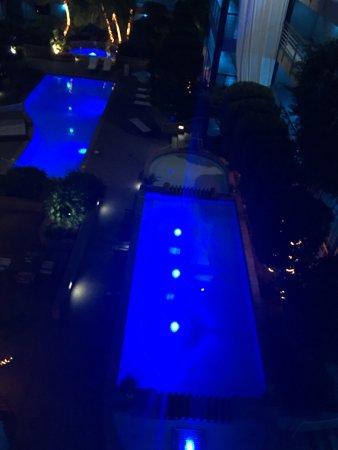 Cupertino Inn: La piscina di notte..