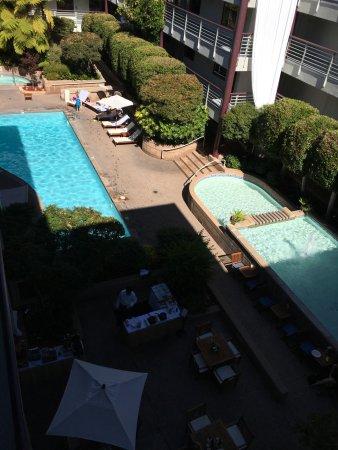 Cupertino Inn: La piscina di giorno..