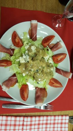 Vitry-le-Francois, Francia: Restaurant très sympathique et chaleureux. La nourriture y est familiale et copieuse. Les prix y