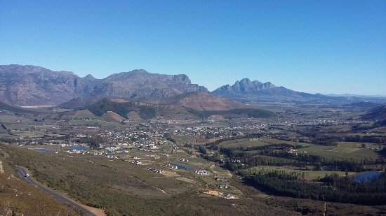 Villiersdorp, Zuid-Afrika: The view while driving in and out of the town