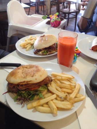 Gerringong, Australien: Best steak sandwich ever on Turkish bread!