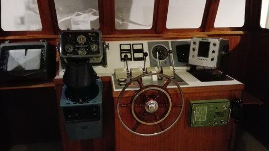 Delfzijl, Nederländerna: Inside a ship's pilot house