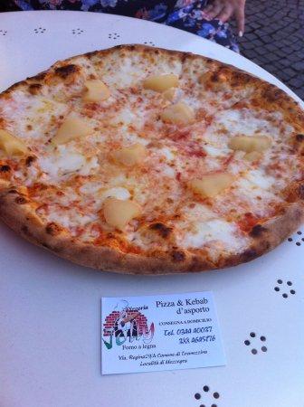 Меццегра, Италия: Pizza pere e taleggio