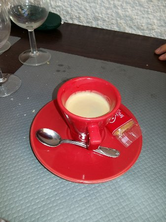 Sorede, Франция: Petit café en couleur