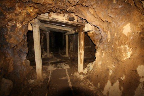 Waihi, Yeni Zelanda: The mine rail tunnels
