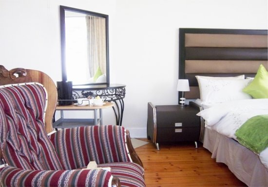 Benoni, Sør-Afrika: This deluxe suite. It is equipped with a flat scree TV, tea & coffee, Wi_Fi