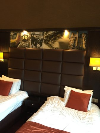 Grand Central Hotel: Well sized comfy Twin room