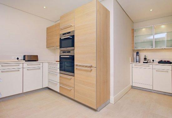 Atlantic Marina Waterfront Apartments: Fully equipped kitchens