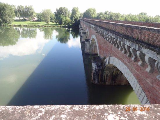 Moissac, France: De kanaalbrug