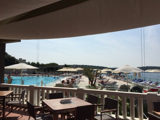 Verudela Beach & Villa Resort: Swimming pool restaurant.