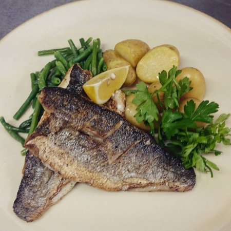 Ashbourne, UK: Pan-fried Seabass, baby new potatoes, garlic green beans