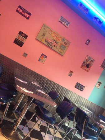 International Pizza & Burgers: The interior is so well put together, very welcoming staff and delicious pizza. Free soda comes