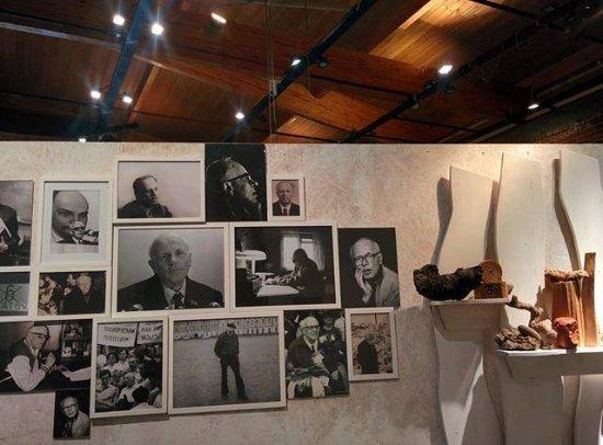 Sakharovskiy Center : Фотовыставка к 95 -летию Сахарова