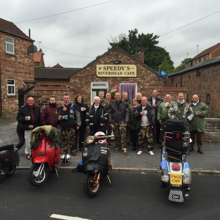 Driffield, UK: Scooters pit stop