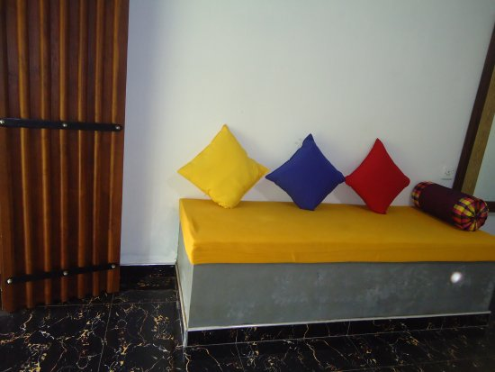 Bangalawa Guest House: siting area