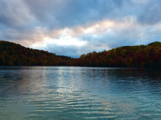 Green Lakes State Park: Caribbean waters in Central NY