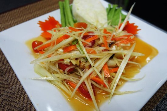 Mando Restaurant & Steakhouse: Papaya Salad
