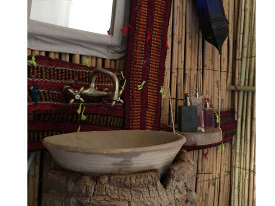 Hassilabied, Marokko: Each Jaima (Tent) has shower, hot water & bathroom