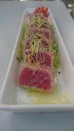 Montornes del Valles, İspanya: Tataki de atún rojo con guacamole.
